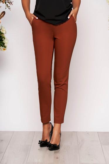 Pantaloni caramizii lungi eleganti cu talie medie conici din stofa subtire cu buzunare