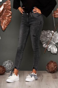 Blugi SunShine gri inchis lungi casual skinny cu talie medie cu buzunare in fata si in spate cu mici rupturi de material