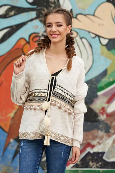 Cardigan crem casual cu croi larg din material tricotat cu aplicatii cu paiete si inchidere cu snur