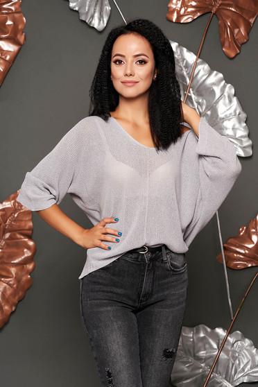 Pulover SunShine gri scurt casual cu croi larg din material tricotat cu decolteu in v si maneci largi