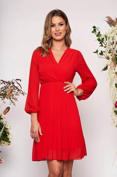 Rochie SunShine rosie scurta eleganta plisata in clos din voal cu decolteu petrecut in v