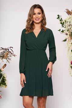 Rochie SunShine verde-inchis scurta eleganta plisata in clos din voal cu decolteu petrecut in v