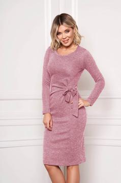 Rochie StarShinerS roz deschis eleganta midi tip creion din material tricotat accesorizata cu cordon fara captuseala