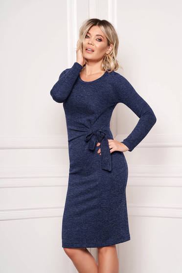 Rochie StarShinerS albastru-inchis eleganta midi tip creion din material tricotat accesorizata cu cordon fara captuseala
