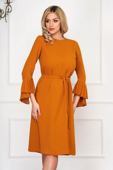 Rochie mustarie eleganta midi din stofa cu croi larg cu maneci lungi si cordon detasabil