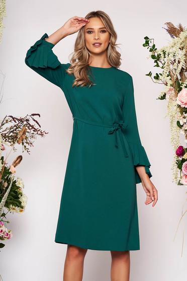 Rochie verde midi eleganta cu un croi drept din stofa cu maneci lungi decolteu la baza gatului si cordon detasabil
