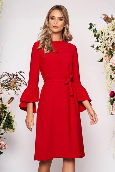 Rochie rosie midi eleganta cu un croi drept din stofa cu maneci lungi decolteu la baza gatului si cordon detasabil