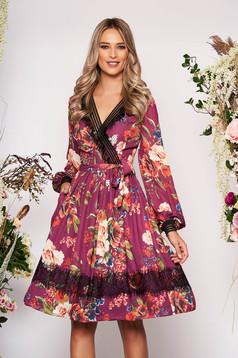Rochie LaDonna mov midi eleganta in clos din voal cu decolteu in v cu maneci lungi cu imprimeu floral