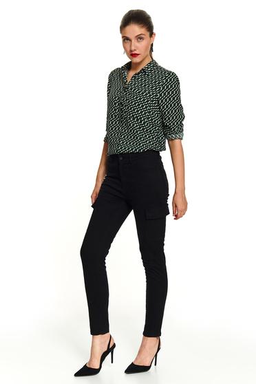 Pantaloni Top Secret negri lungi conici casual cu buzunare laterale si inchidere cu fermoar si capsa