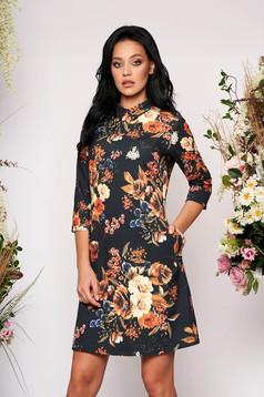 Rochie LaDonna neagra scurta eleganta din scuba cu croi in a cu guler cu buzunare si imprimeu floral