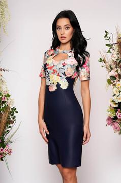 Rochie albastru-inchis midi eleganta tip creion cu maneci scurte decupata la bust cu imprimeu floral