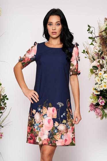 Rochie albastru-inchis scurta de zi cu croi larg cu maneci scurte accesorizate cu fundite cu buzunare si imprimeu floral
