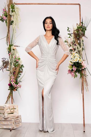 Rochie argintie lunga de ocazie tip sirena cu aplicatii cu sclipici cu decolteu in v decupata in fata pe picior