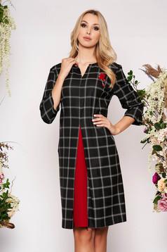 Rochie neagra midi eleganta cu croi in a din stofa in carouri cu maneci trei-sferturi si buzunare