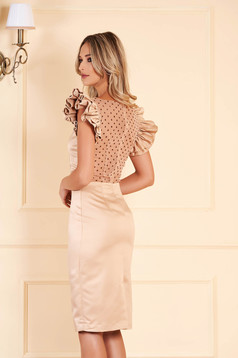 Gold dress occasional short cut from satin short sleeves with ruffled sleeves with rounded cleavage