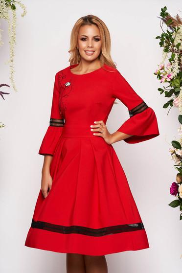 Rochie LaDonna rosie midi eleganta in clos cu maneci trei-sferturi tip clopot cu decolteu rotunjit