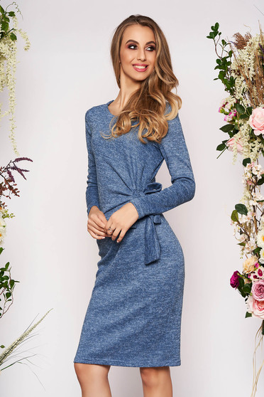 Rochie StarShinerS albastru-deschis de zi cu un croi mulat din material tricotat cu maneci lungi