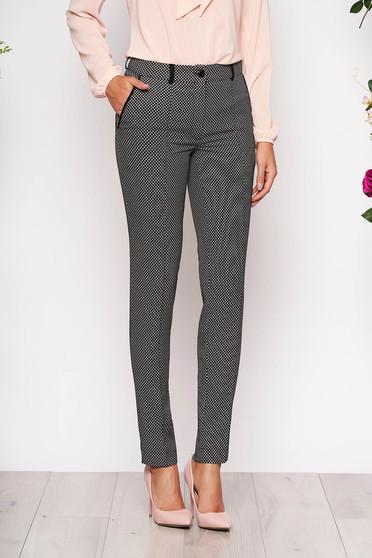 Pantaloni LaDonna negri eleganti conici din stofa cu buzunare in fata cu imprimeuri grafice si inchidere cu fermoar si nasture