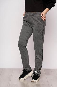 Pantaloni Top Secret negri casual din material usor elastic cu un croi drept si talie medie