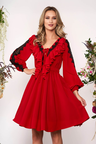 Rochie LaDonna rosie eleganta din voal in clos cu decolteu in v si aplicatii de dantela