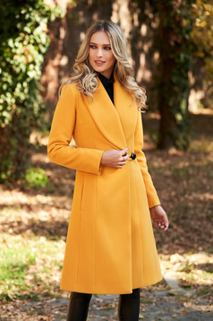 Mustard elegant coat with inside lining fur collar