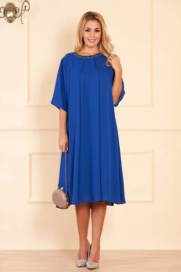 Rochie albastra de ocazie cu croi larg din voal cu aplicatii stralucitoare