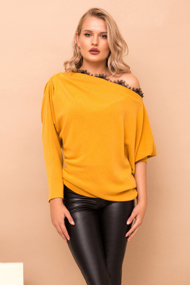 Pulover PrettyGirl mustariu casual cu croi larg din material tricotat cu aplicatii de dantela