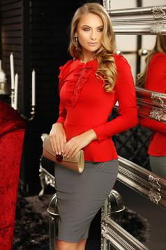 Camasa dama Fofy rosie office cu un croi mulat accesorizata cu o fundita cu aplicatii de dantela si perle