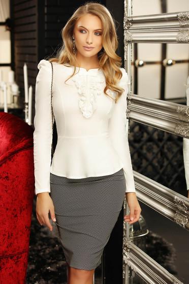 Camasa dama Fofy alba office cu un croi mulat accesorizata cu o fundita cu aplicatii de dantela si perle
