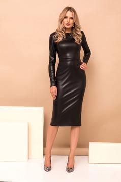 Rochie PrettyGirl neagra midi din imitatie de piele cu un croi drept si maneci lungi