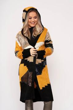 Cardigan SunShine mustariu elegant din material tricotat cu aplicatii cu paiete cu gluga nedetasabila si fara inchidere