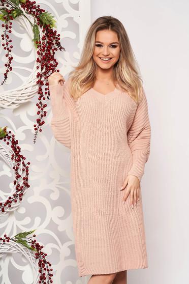 Rochie SunShine roz prafuit casual midi din material tricotat cu un croi drept cu decolteu in v si maneci lungi