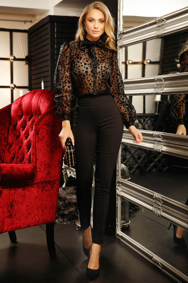 Bluza dama Fofy neagra scurta eleganta cu croi larg cu maneci lungi cu buline si inchidere cu nasturi