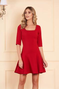 Rochie Artista rosie de ocazie croi in clos scurta din stofa usor elastica cu maneci trei-sferturi