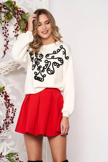 Pulover SunShine alb cu croi larg scurt din lana cu aplicatii de catifea cu maneci lungi