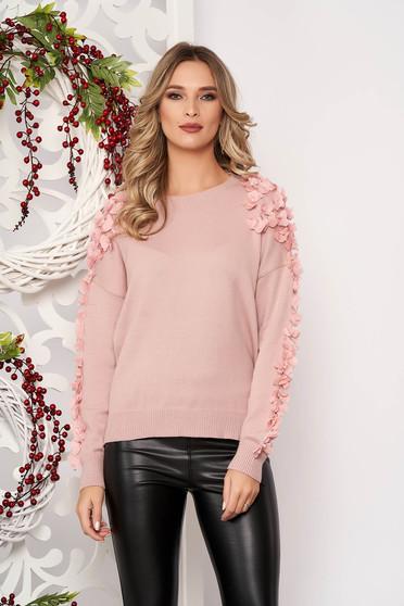 Pulover SunShine roz prafuit scurt elegant din lana cu croi larg cu aplicatii cu perle si tul cu maneca lunga