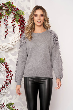 Pulover SunShine gri scurt elegant din lana cu croi larg cu aplicatii cu perle si tul cu maneca lunga