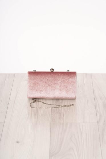 Geanta dama SunShine roz de ocazie din piele intoarsa ecologica cu aspect satinat cu maner lung tip lantisor accesorizata cu o catarama