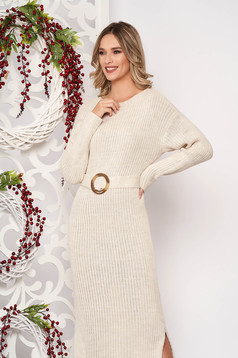 Rochie SunShine crem din material tricotat accesorizata cu cordon cu maneci lungi accesorizata cu o catarama