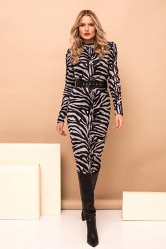 Rochie PrettyGirl gri midi tip creion eleganta din material tricotat cu imprimeu tigrat cu accesoriu tip curea