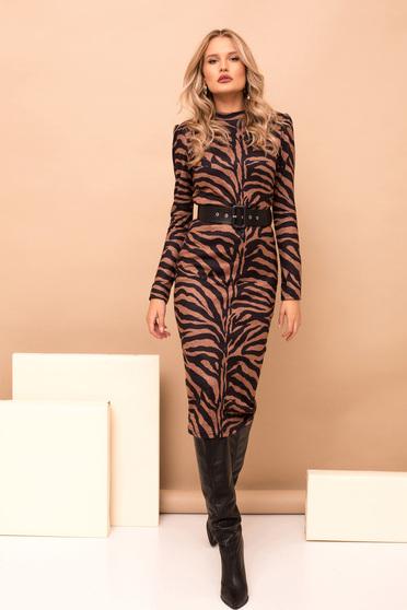 Rochie PrettyGirl maro midi tip creion eleganta din material tricotat cu imprimeu tigrat cu accesoriu tip curea