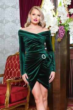 Bluza dama PrettyGirl verde de party mulata din catifea cu maneci lungi si umeri goi
