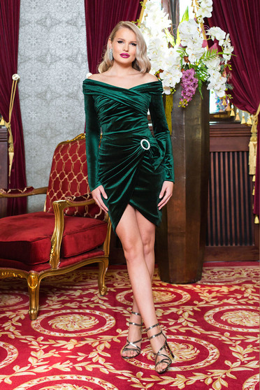 Fusta PrettyGirl verde scurta de ocazie tip creion petrecuta din catifea accesorizata cu o catarama