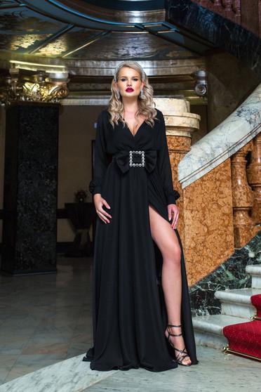 Rochie PrettyGirl neagra lunga de ocazie in clos cu decolteu petrecut in v accesorizata cu o catarama si crapata pe picior