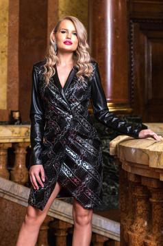 Rochie PrettyGirl neagra scurta de ocazie cu decolteu in v cu maneci lungi si insertii metalice aurii