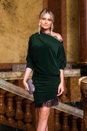 Rochie PrettyGirl verde de ocazie din catifea cu aplicatii de dantela tip creion asimetrica cu maneca 3/4