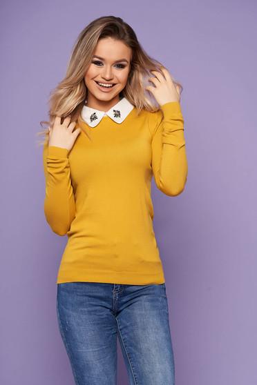 Bluza dama SunShine mustarie eleganta scurta din tricot cu guler cu aplicatii din pietre strass