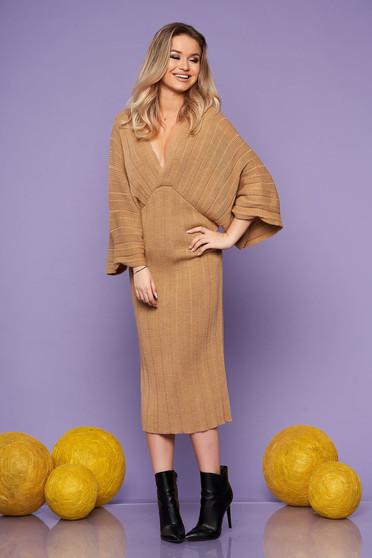 Rochie SunShine cappuccino midi de zi din material tricotat cu un croi drept cu decolteu in v si maneci largi