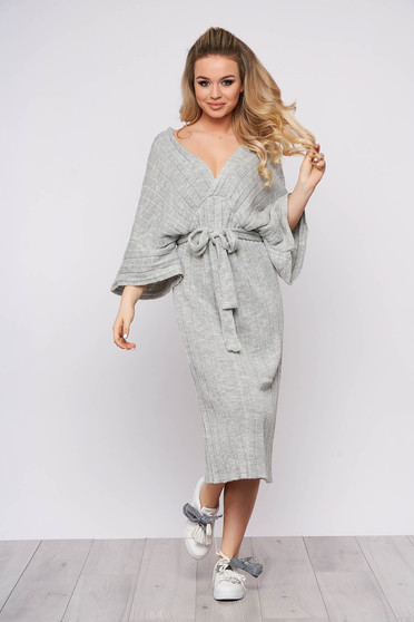 Rochie SunShine gri midi de zi din material tricotat cu un croi drept cu decolteu in v si maneci largi