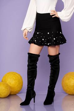Fusta SunShine neagra eleganta scurta in clos tricotata cu volanase cu aplicatii cu perle